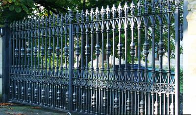 Automated gates Kent and London. Bespoke metal work. Metal driveway gate. JustJAC