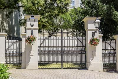 Automated gates Kent and London. Metal driveway gates. Metal gates and railings.